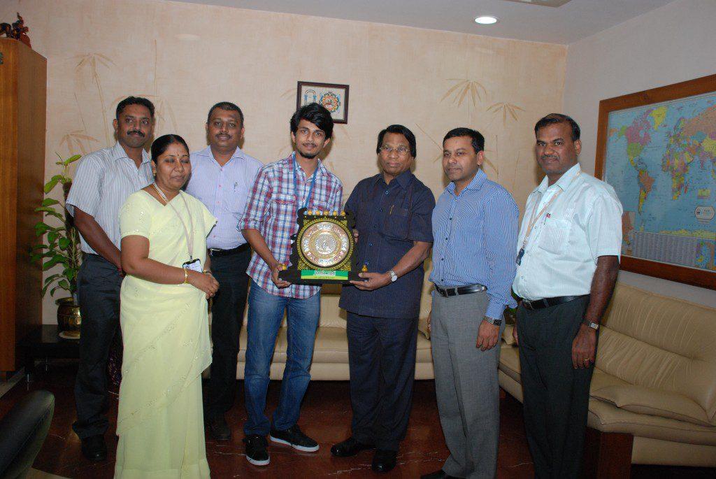 Anshuman Singh, receives an award